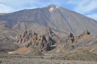 Die bizarre Kraterlandschaft des Vulkangipfels Teide auf Teneriffa.
